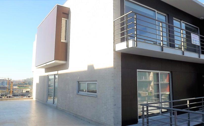 Maison luxueuse avec piscine d'intérieur T4 à Fraião.