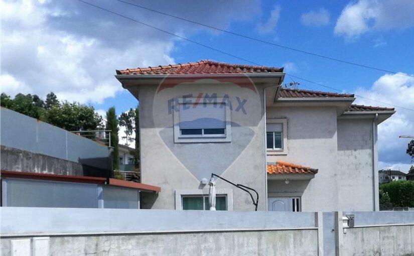 Maison – Amares